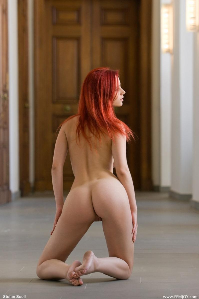 Нагая рыженькая чика Ариэль порно фото