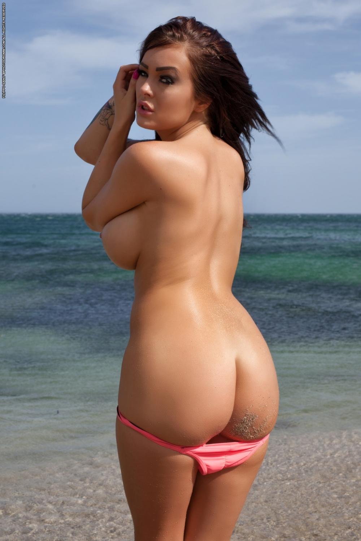 Большие сиськи в пляже