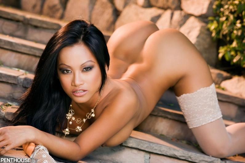 Азиатская женщина возбуждающе снимает одежду порно галерея