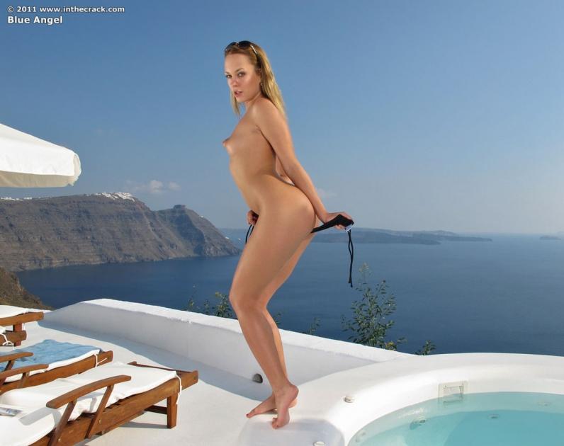 Красивая голая попка в бассейне порно картинки