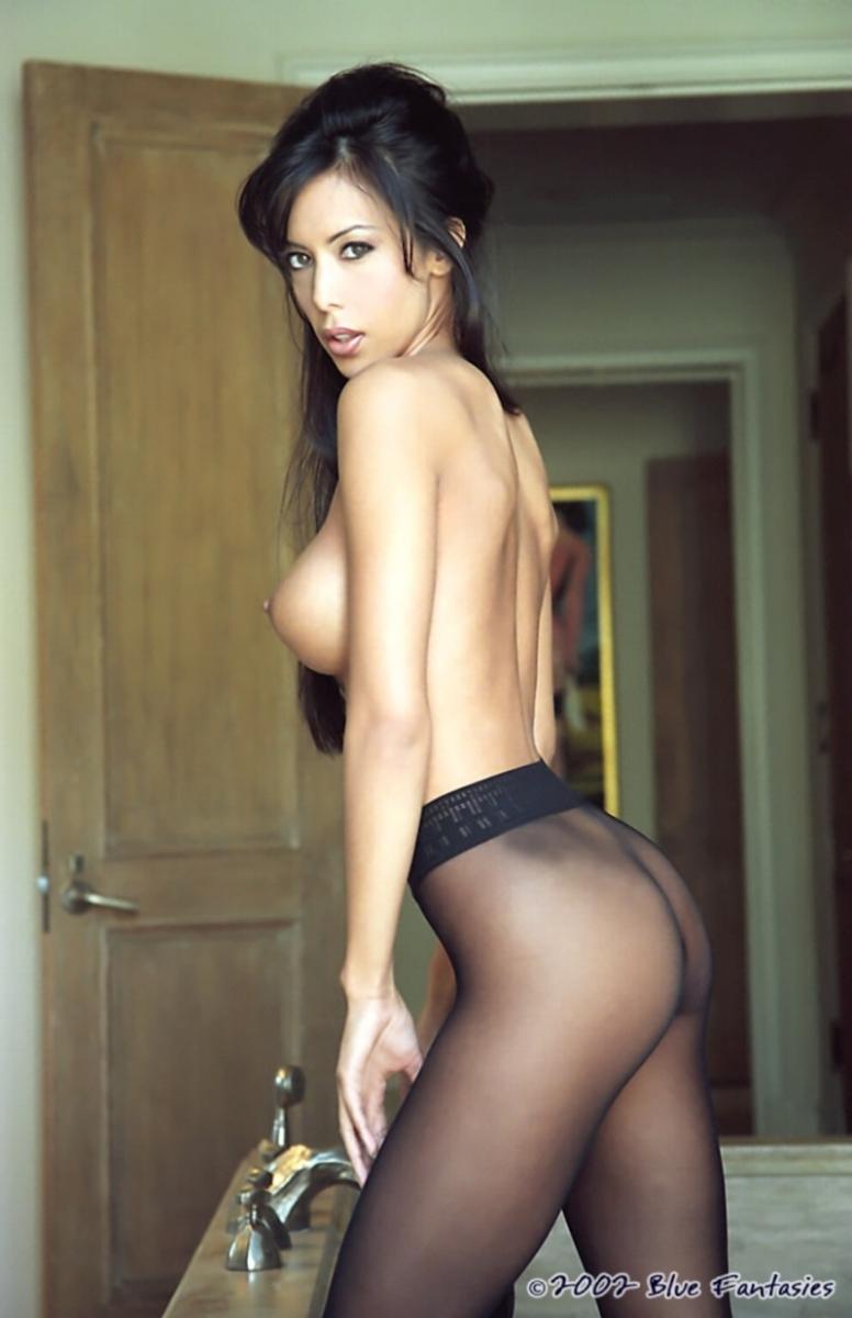 Эротическое фото женщин брюнеток в колготках 20 фотография