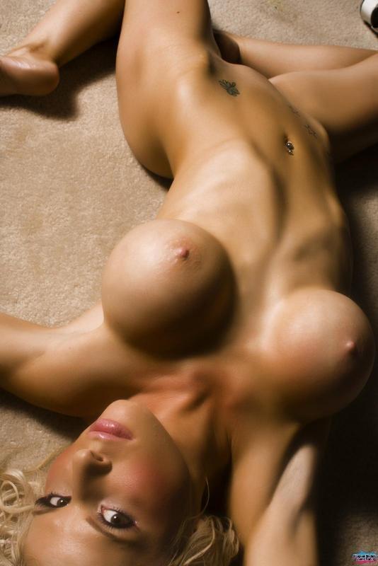 Большегрудая девчонка галерея порно