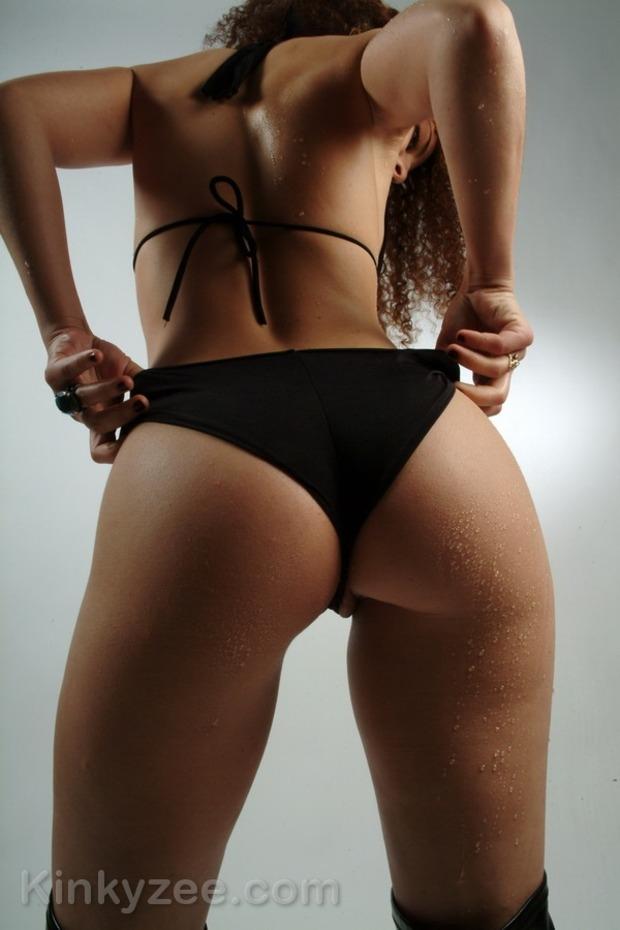 Кудрявая чика с хорошенькой задницей порно подборка секс фото