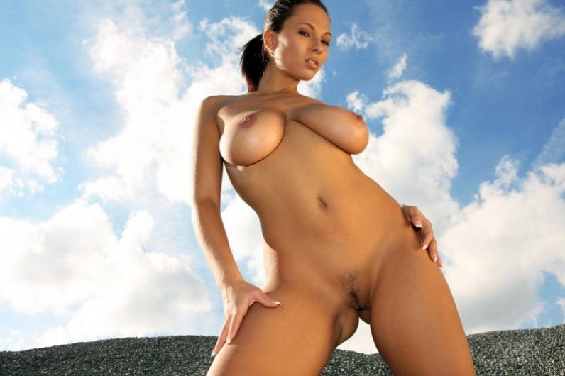Сисястая девушка с красивым лицом порно картинки