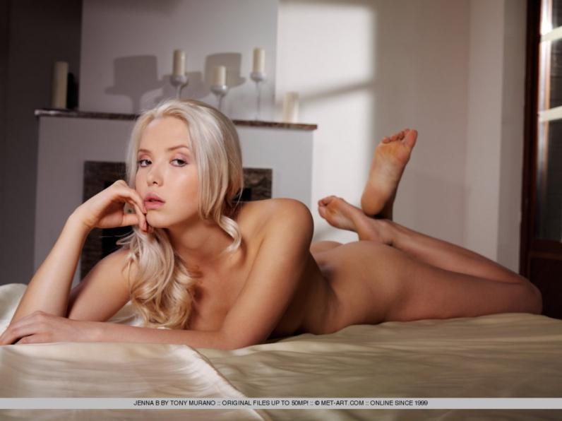 Стройная блондинка с красивым лицом Дженна порно картинки