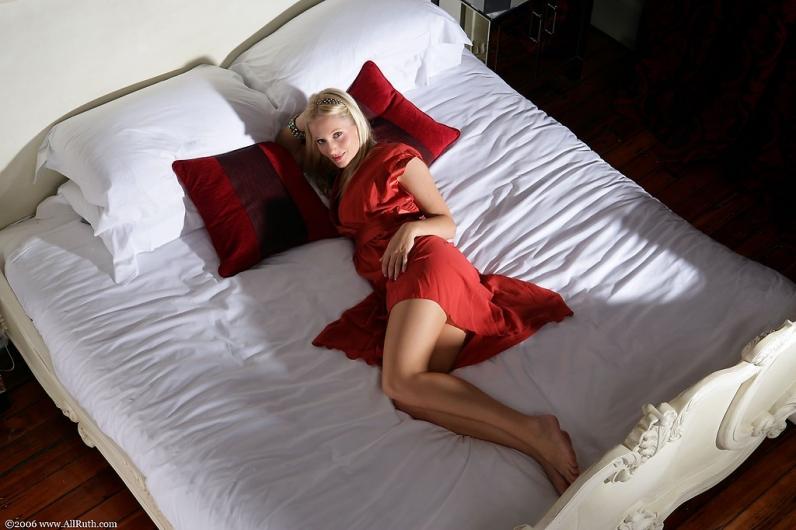 Девушка в красном порно картинки