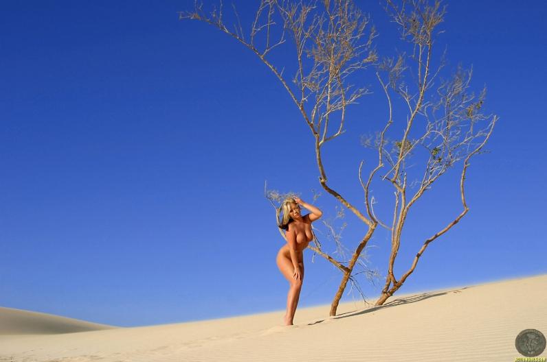 Пляжные девушки с большими сиськами секс фотографии