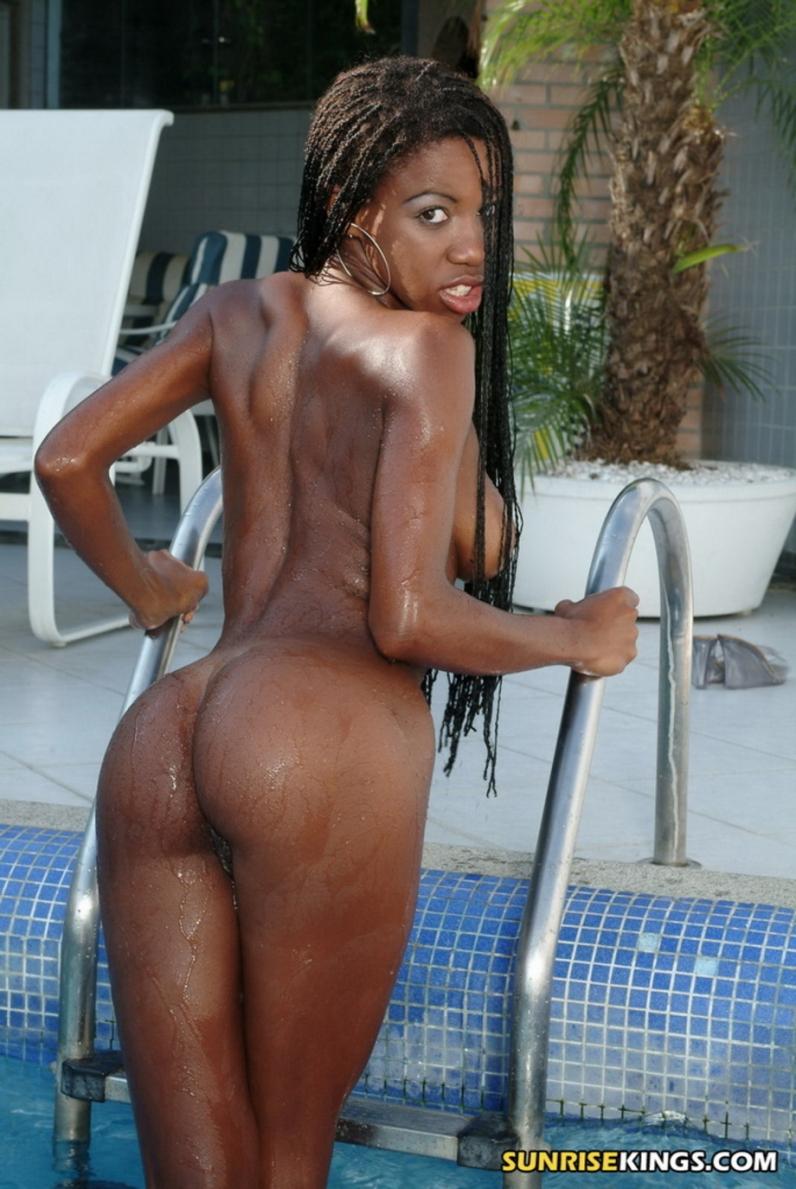 Горячая темнокожая шлюшка Aline порно картинки