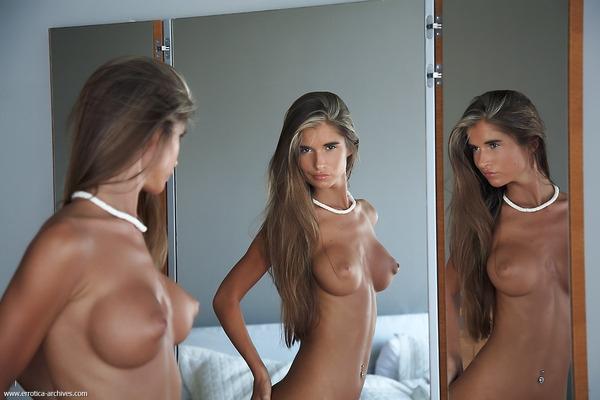 Nessa Devil в чем мать родила у зеркала порно изображения
