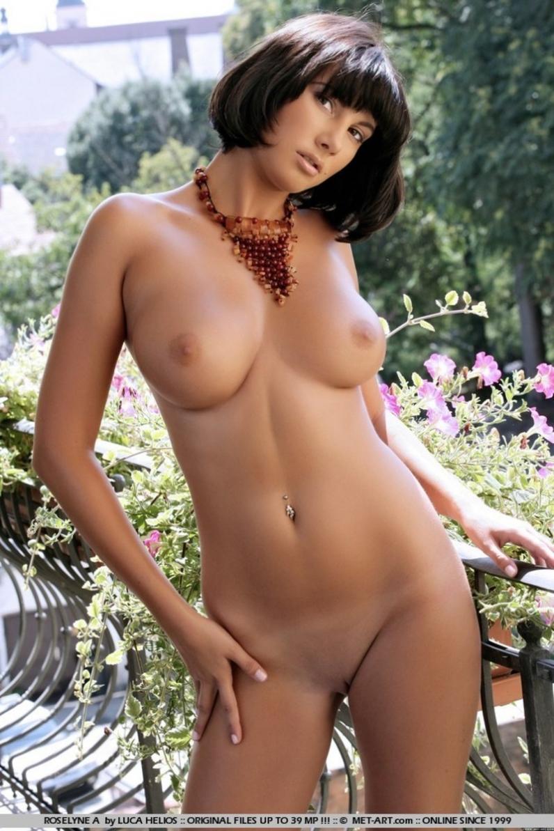 Roselyne Letoush на балконе порно изображения