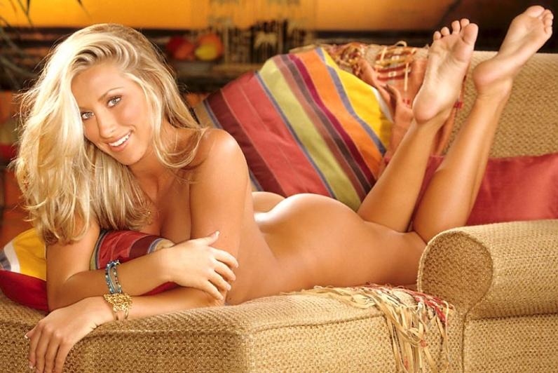 Нарядная блондиночка со подтянутыми прекрасными ножками Kristy ххх фото