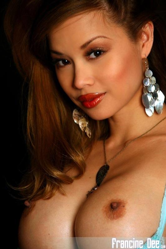 Потрясающая азиатка с большими голыми сиськами порно картинки