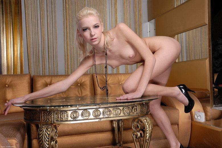 Худая голая девушка минет 13 фотография