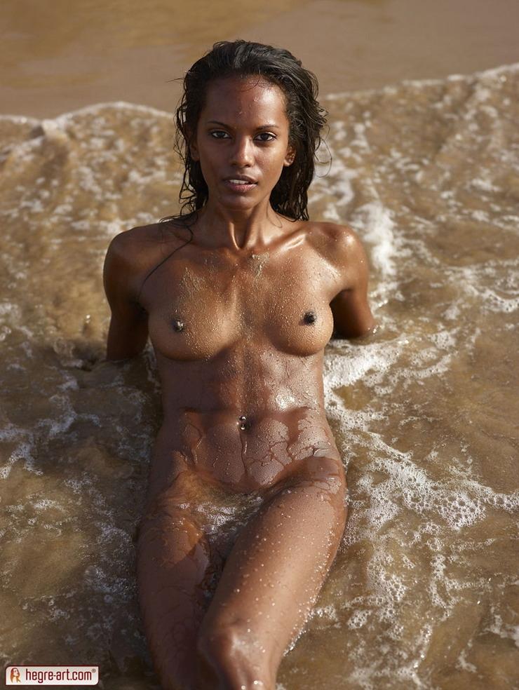 Девушки негритоски на пляже фото 93-772