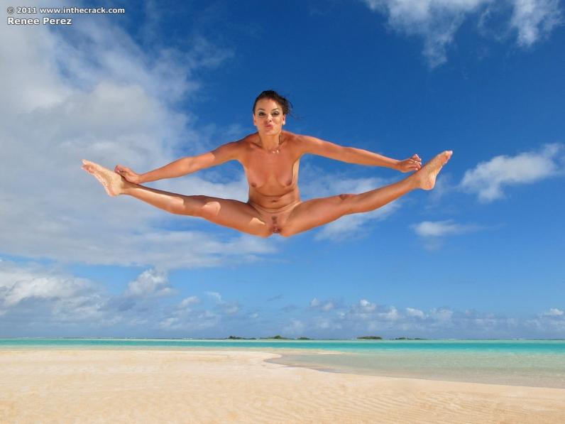 фото голых баб прыгающих в воду
