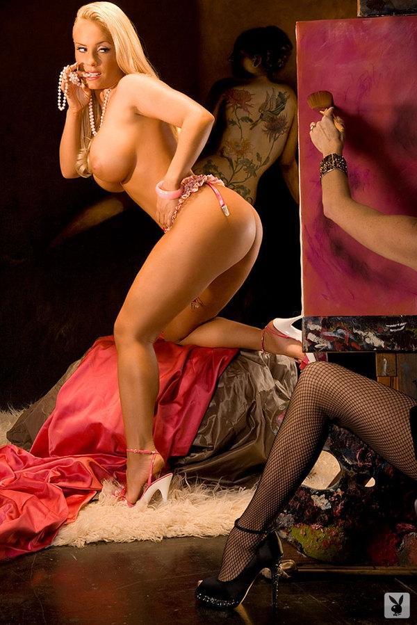 Мощная сексуальная попочка фото манекенщицы Coco Austin