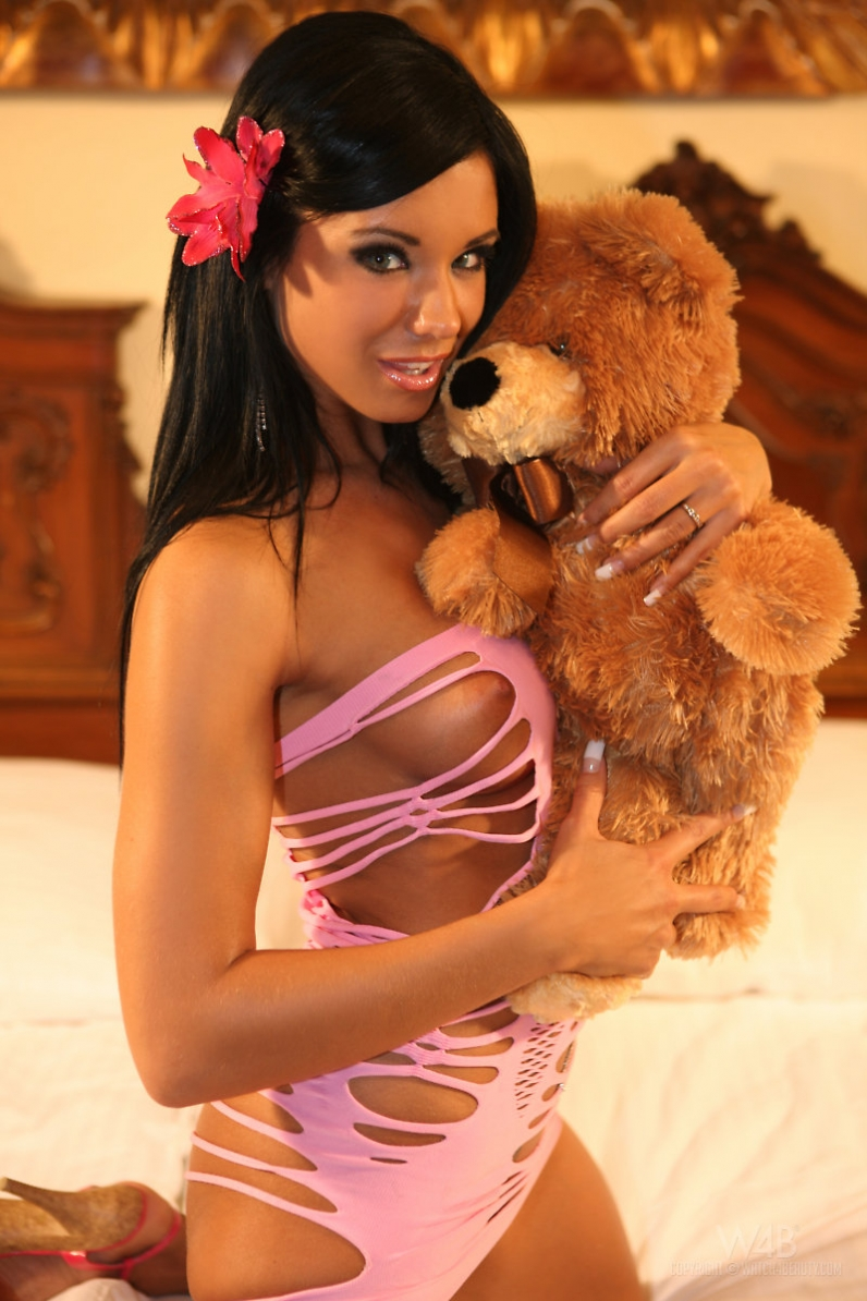 Ashley Z сексапильная брюнеточка с симпатичными гигантскими сиськами секс фотки