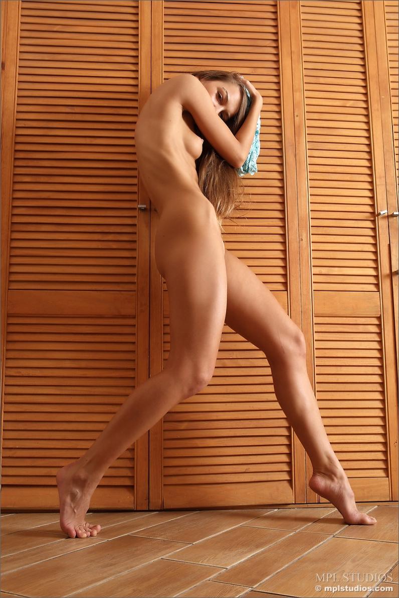 Голая попка Валентины крупно порнофото