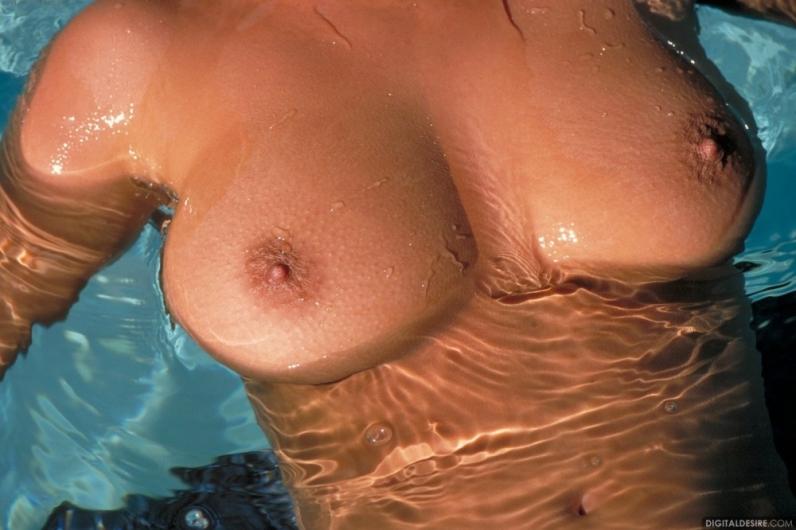 мокрые сиськи картинки