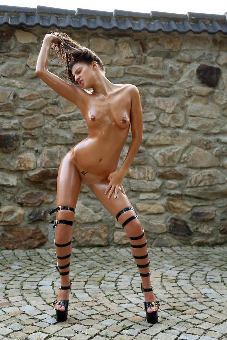 Тёлки с длинными ногами онлайн 9 фотография