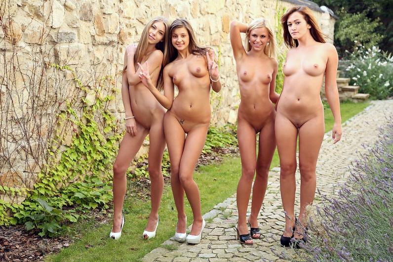 Горячие молоденькие женские попки