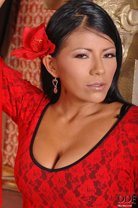 Порно модель Yoha - жирная латинская красоточка