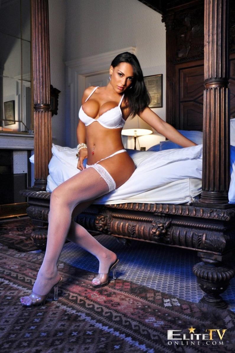 Пламенная няшка Fernanda Ferrari секс фото