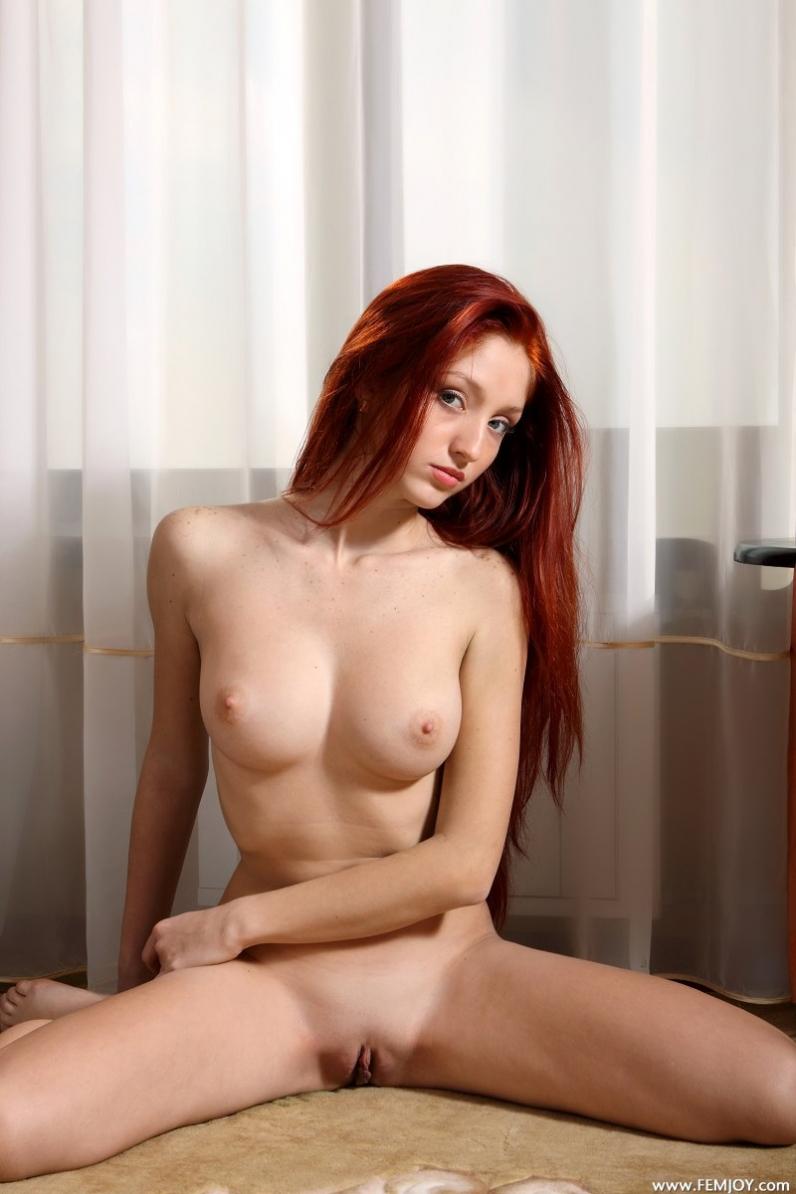 Непослушная голая рыжая девушка Margo порно картинки