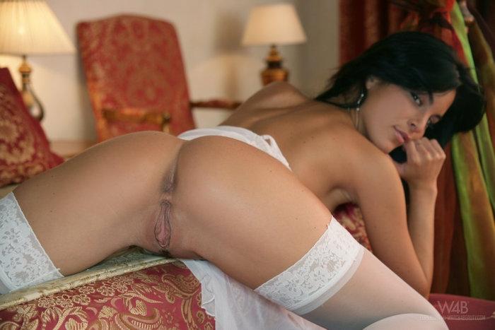 Супер девочка Nella снимает красивое женское белье до гола порно картинки