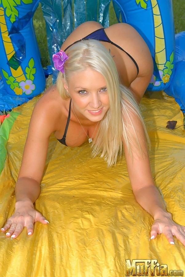 Крупные голые сиськи Молли интим фото