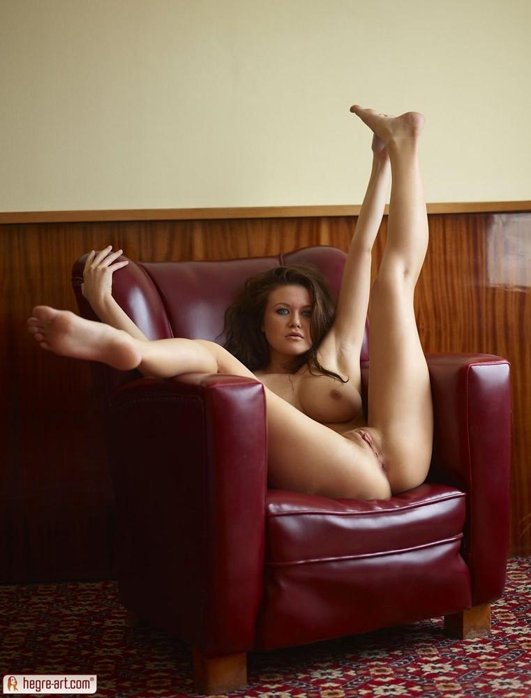 Крупные дойки крупной брюнетки секс картинки